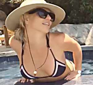 El video de Britney Spears  bañándose en una piscina